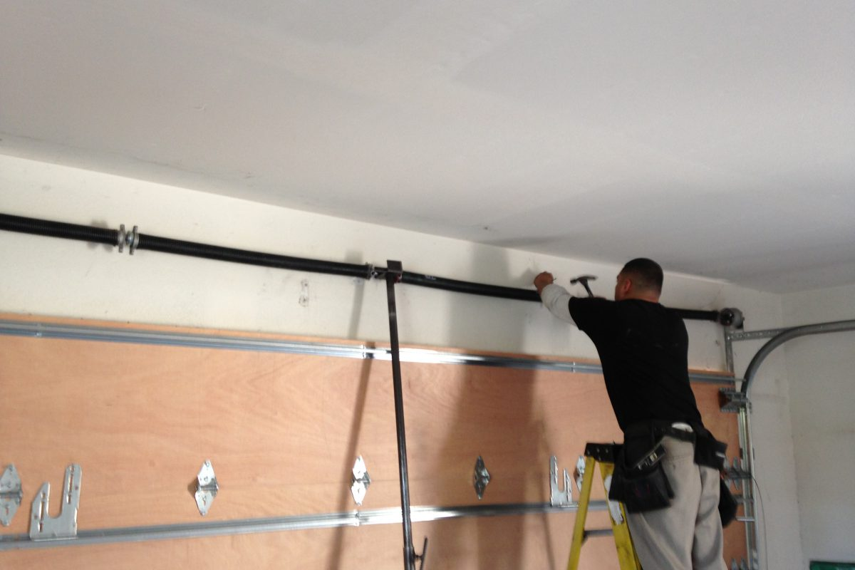 A few things to keep in mind about repairing garage doors