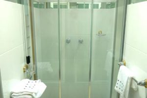 Bath screen: a great alternative to full shower enclosure