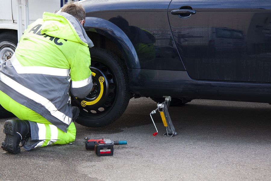 How Roadside Assistance Service Can Be Beneficial For Commercial Truckers?