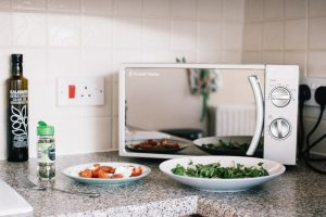 7 Advantages of Having a Convection Microwave on Your Kitchen