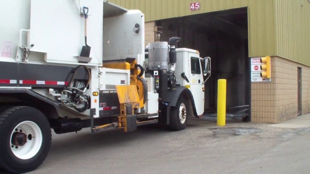 truck wash and truck tyre
