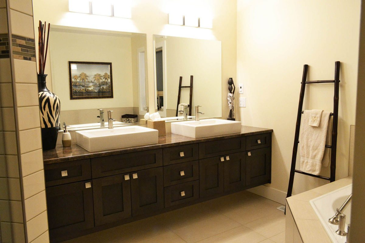 Confused over bathroom vanity material? Read this article!