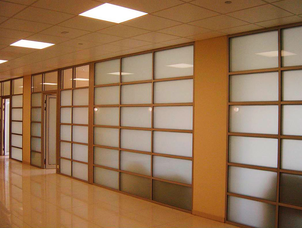 Open Offices Vs. Office Partitions – Which Office Setting Is Better For Your Organization?