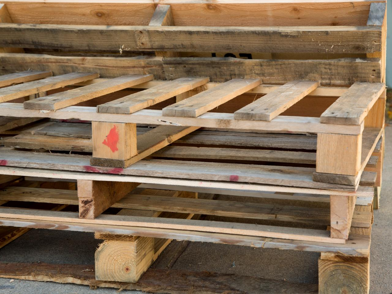 Why There Is A Growing Demand Of Wooden Shipping Pallet These Days