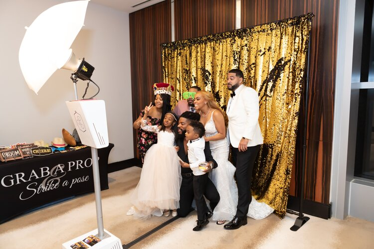 How To Select A Wedding Photo Booth For A Perfect D-day?